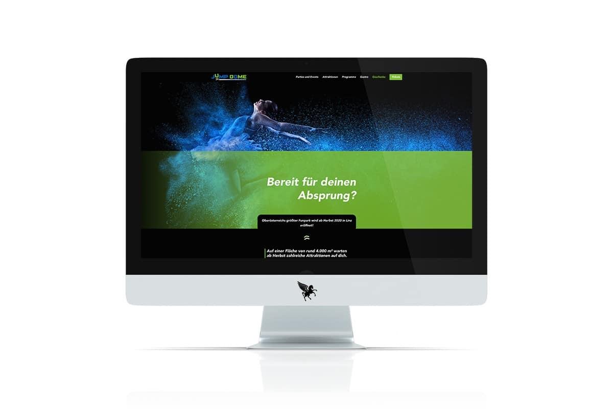 iMac mit geöffneter Jump Dome Website