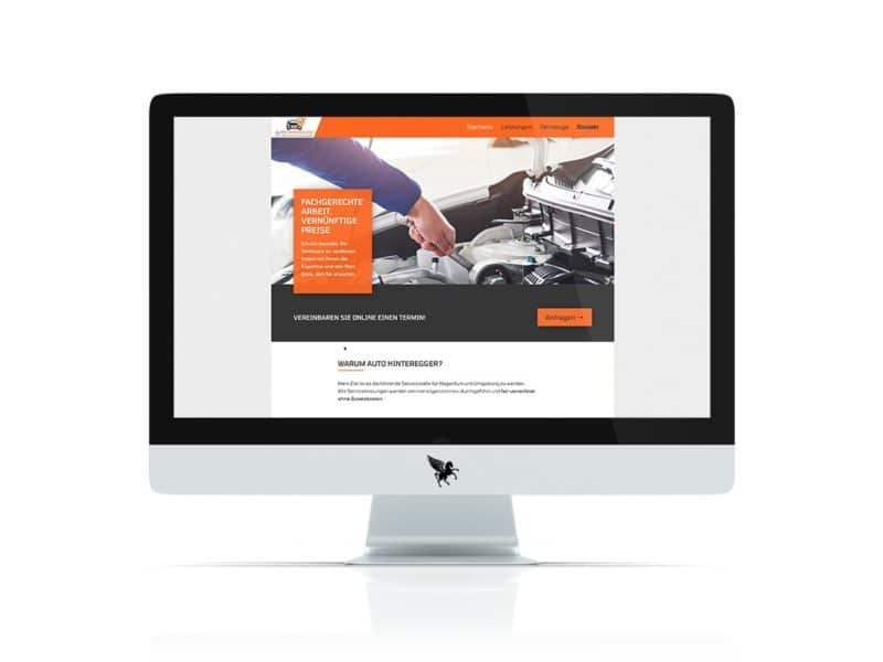 iMac mit geöffneter Auto-Hinteregger Homepage