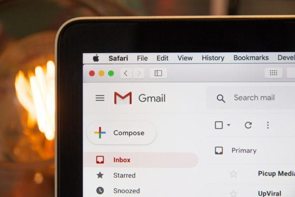 Screenshot der Email Inbox mit neuen Emails